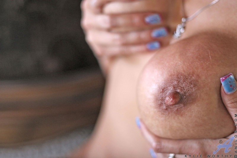 Kylie worthy Anilos Photo 10