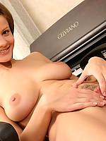 Angelina 2 Photo 12