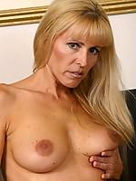 Nicole Photo 14