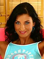 Melanie Photo 6
