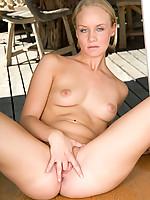Leah Photo 12